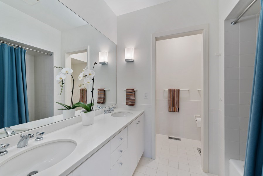 Real Estate Photography - 905 Sunset Road, Winnetka, IL, 60093 - 2nd Bathroom