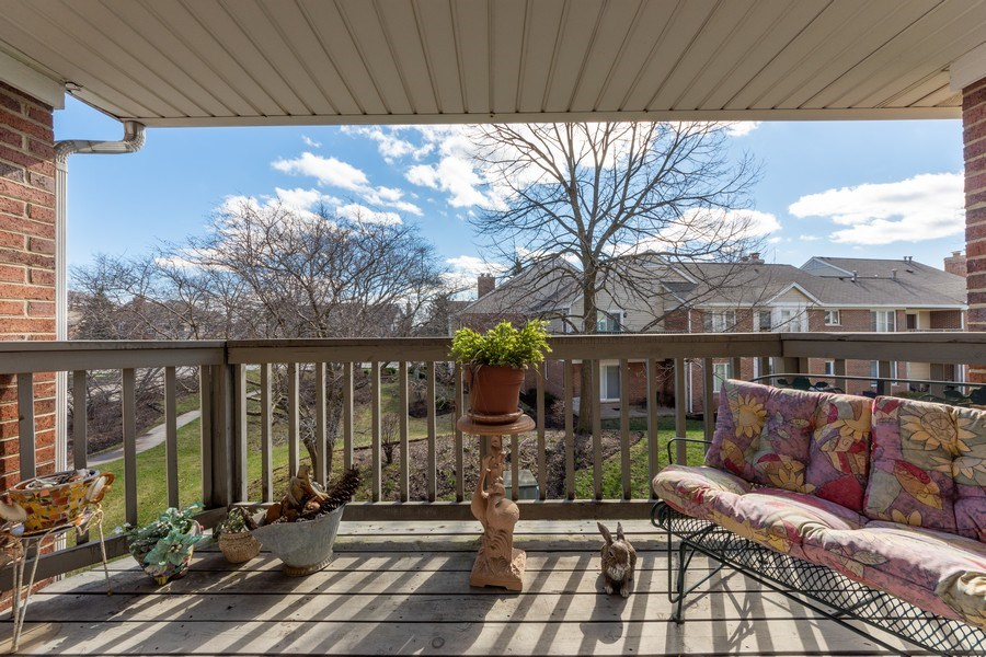 Real Estate Photography - 1635 E Clayton, Arlington Heights, IL, 60004 - Deck