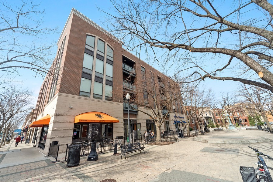 Real Estate Photography - 2326 W. Giddings, #302, Chicago, IL, 60625 - Front View