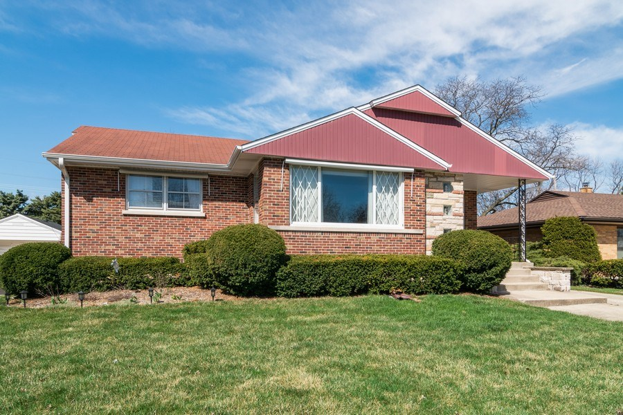 Real Estate Photography - 1352 Westchester Blvd, Westchester, IL, 60154 - Front View