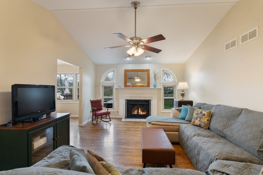 Real Estate Photography - 338 Meadowview Lane, Aurora, IL, 60502 - Living Room