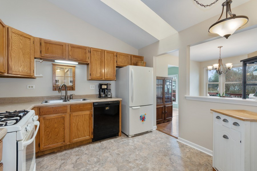 Real Estate Photography - 338 Meadowview Lane, Aurora, IL, 60502 - Kitchen