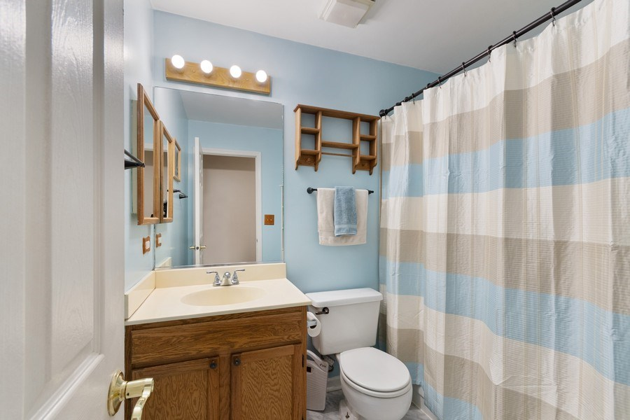Real Estate Photography - 338 Meadowview Lane, Aurora, IL, 60502 - 2nd Bathroom