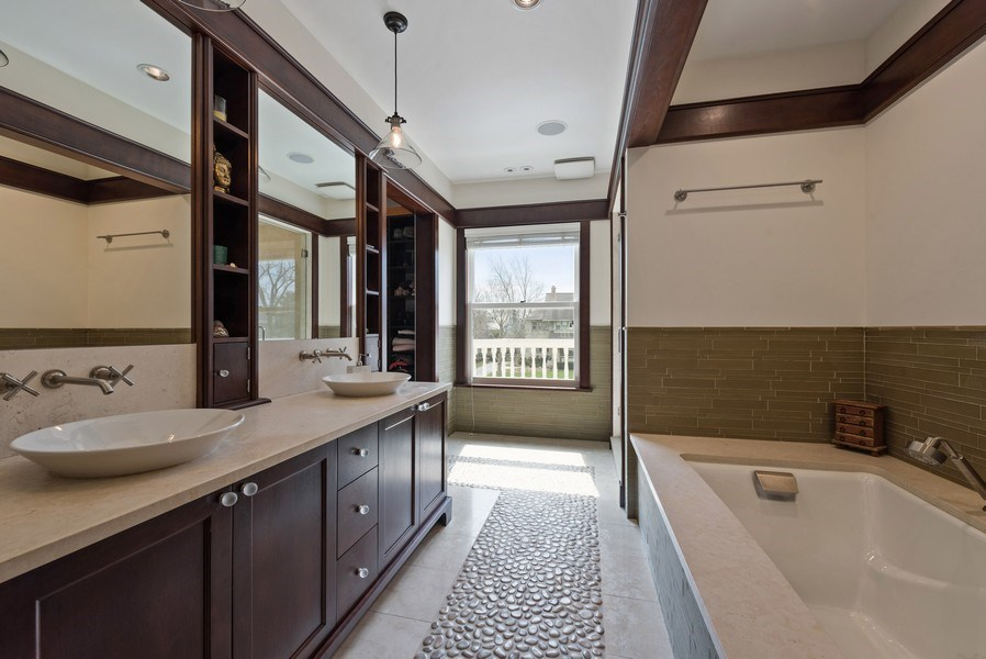 Real Estate Photography - 523 Essex, Kenilworth, IL, 60043 - Master Bathroom