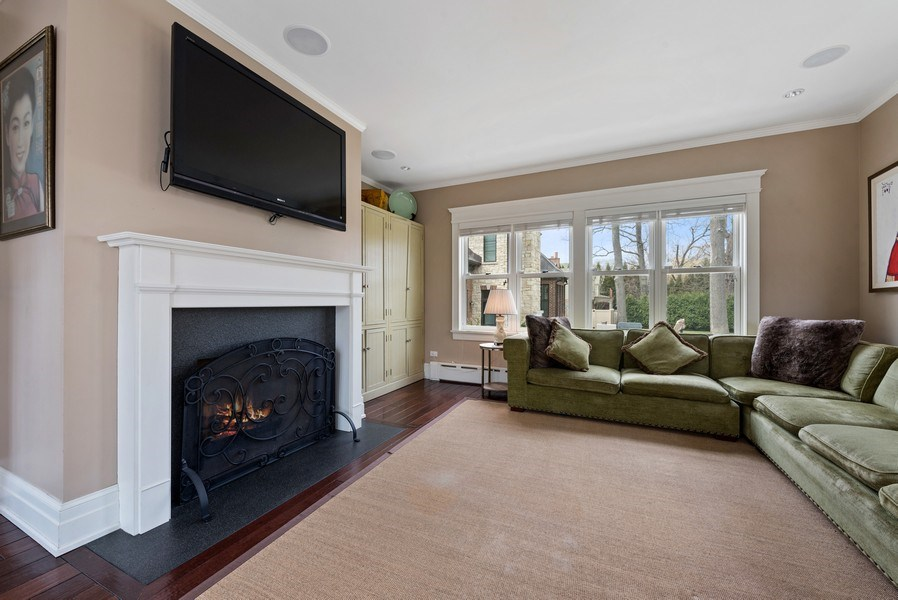 Real Estate Photography - 523 Essex, Kenilworth, IL, 60043 - Family Room