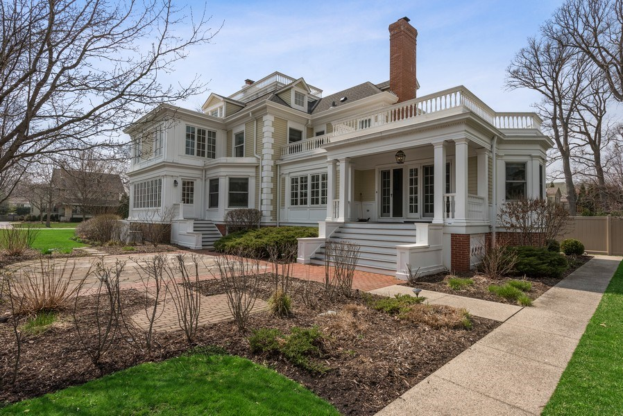Real Estate Photography - 523 Essex, Kenilworth, IL, 60043 - Rear View