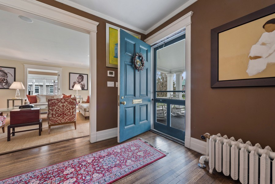 Real Estate Photography - 523 Essex, Kenilworth, IL, 60043 - Entryway