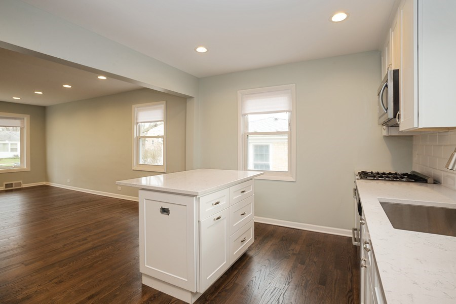 Real Estate Photography - 821 N Patton Ave, Arlington Heights, IL, 60004 - Kitchen