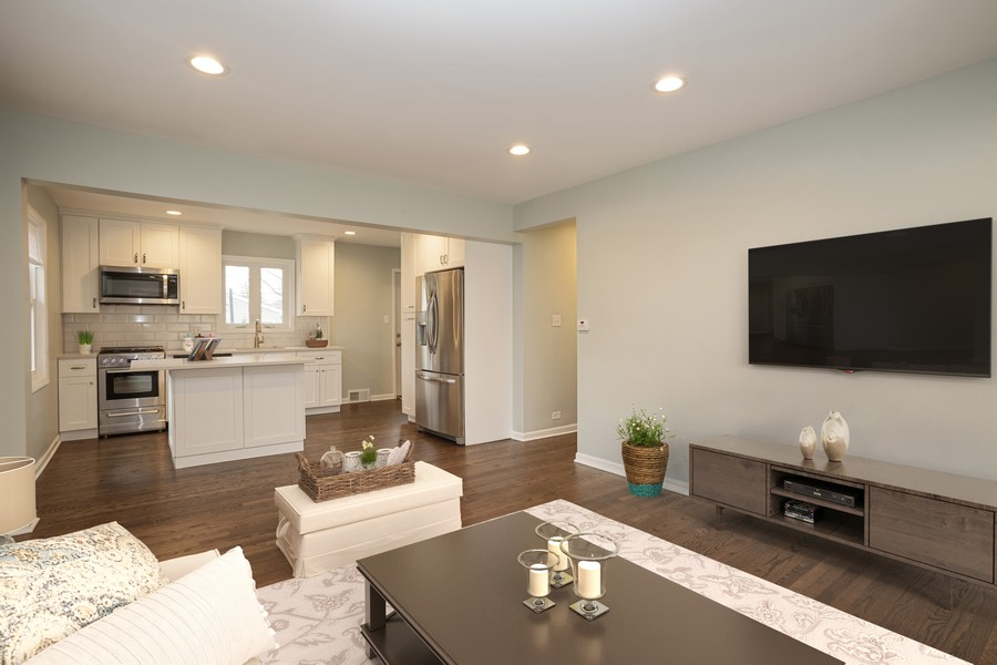 Real Estate Photography - 821 N Patton Ave, Arlington Heights, IL, 60004 - Kitchen / Living Room