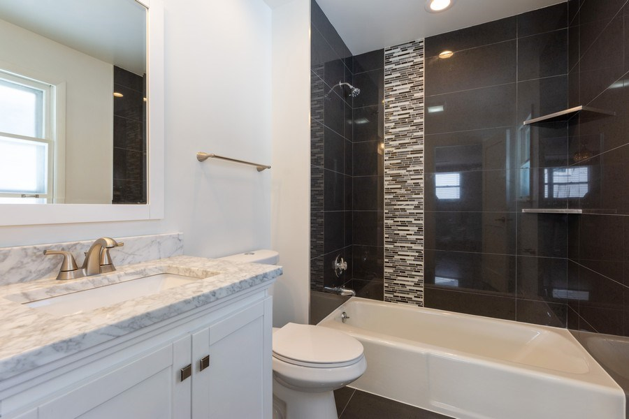 Real Estate Photography - 509 Knobhill, arlington Heights, IL, 60004 - Master Bathroom
