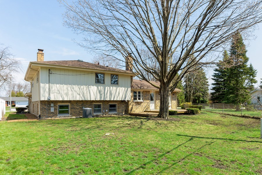 Real Estate Photography - 509 Knobhill, arlington Heights, IL, 60004 - Back Yard