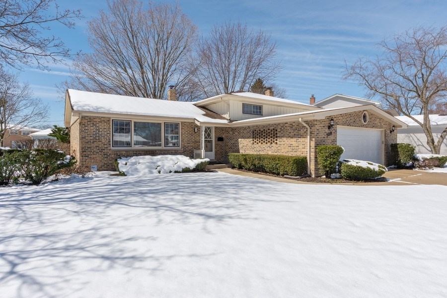 Real Estate Photography - 509 Knobhill, arlington Heights, IL, 60004 - Front View