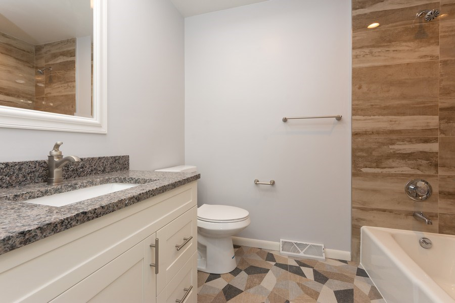 Real Estate Photography - 509 Knobhill, arlington Heights, IL, 60004 - 2nd Bathroom