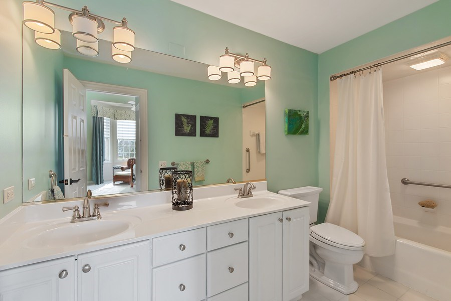 Real Estate Photography - 930 Lakewood Drive, Barrington, IL, 60010 - Princess Suite Bath
