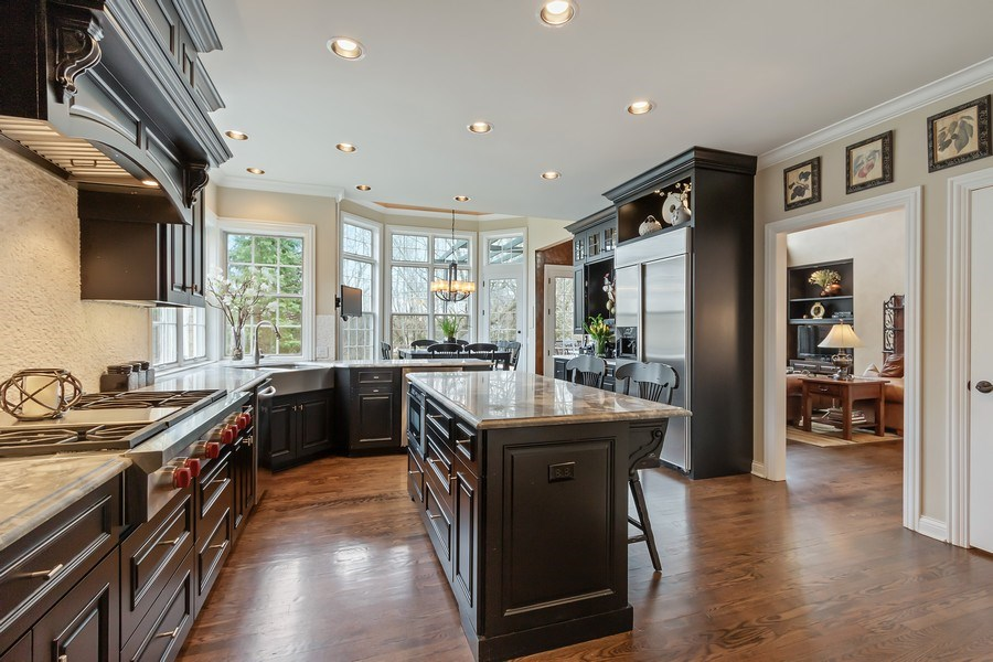 Real Estate Photography - 930 Lakewood Drive, Barrington, IL, 60010 - Kitchen