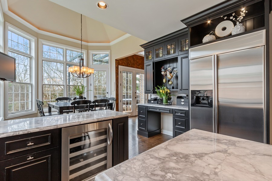 Real Estate Photography - 930 Lakewood Drive, Barrington, IL, 60010 - Kitchen / Breakfast Room