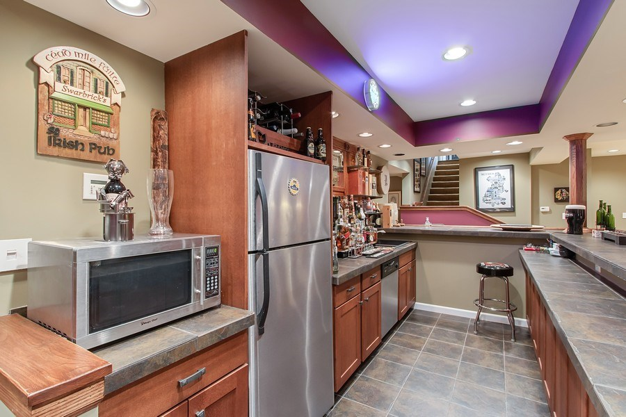 Real Estate Photography - 930 Lakewood Drive, Barrington, IL, 60010 - Crowd-Worthy Pub
