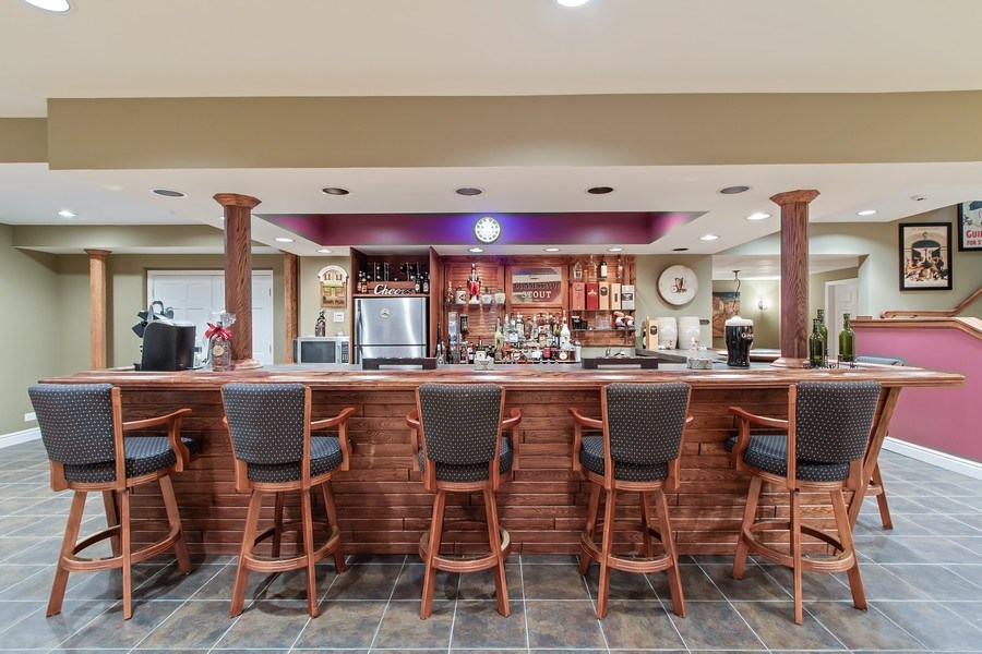 Real Estate Photography - 930 Lakewood Drive, Barrington, IL, 60010 - Guiness Anyone?