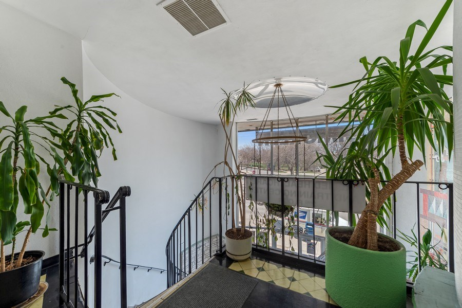 Real Estate Photography - 5850 N Lincoln Ave, Chicago, IL, 60659 - 2nd Floor