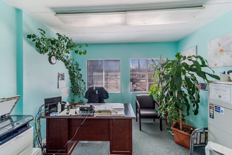 Real Estate Photography - 5850 N Lincoln Ave, Chicago, IL, 60659 -