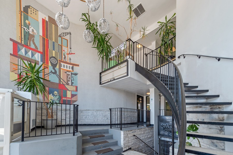 Real Estate Photography - 5850 N Lincoln Ave, Chicago, IL, 60659 - Foyer