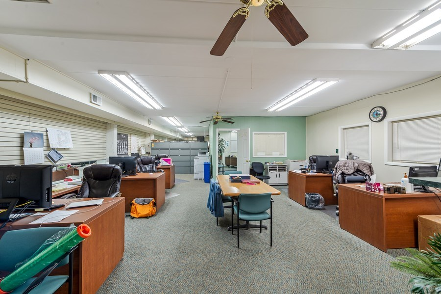 Real Estate Photography - 5850 N Lincoln Ave, Chicago, IL, 60659 - Office