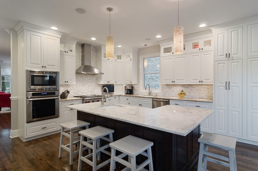 Real Estate Photography - 3036 N Hoyne Ave, Chicago, IL, 60618 - Kitchen