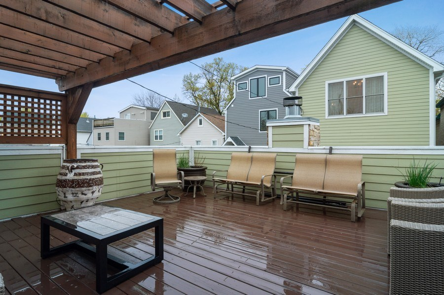 Real Estate Photography - 3036 N Hoyne Ave, Chicago, IL, 60618 - Deck