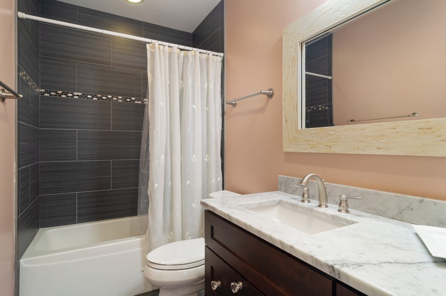 Real Estate Photography - 3036 N Hoyne Ave, Chicago, IL, 60618 - Bathroom