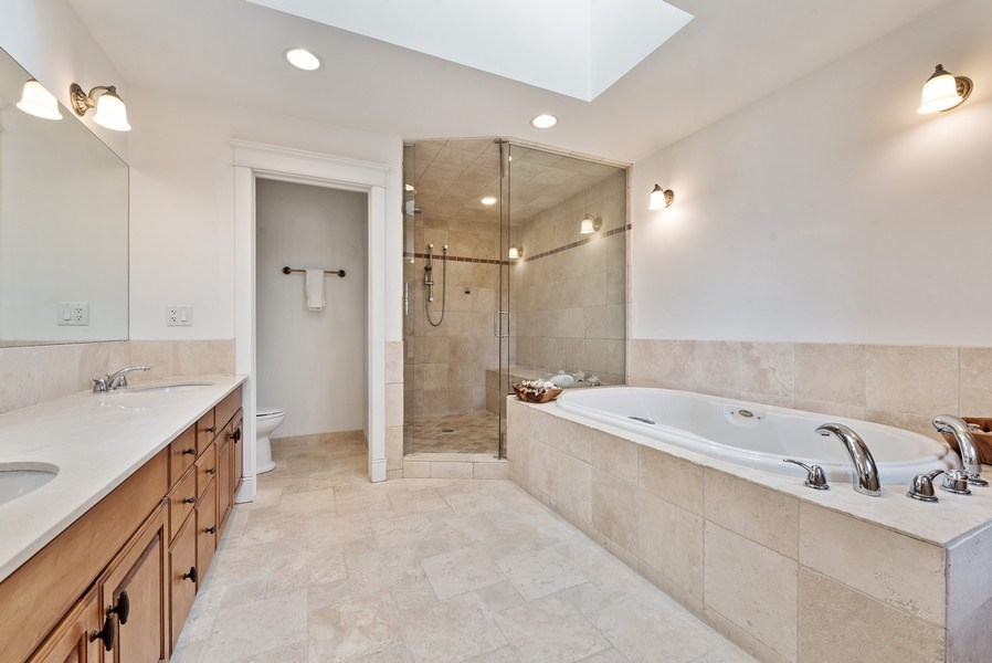 Real Estate Photography - 1415 Lincoln Ave, Evanston, IL, 60201 - Master Bathroom