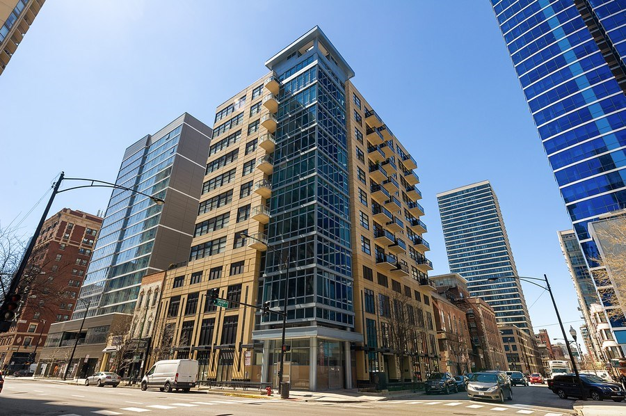 Real Estate Photography - 101 W Superior, Unit 906, Chicago, IL, 60654 - Front View