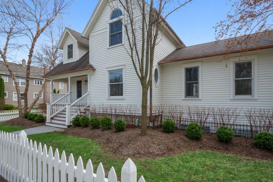 Real Estate Photography - 201 W Russell St, Barrington, IL, 60010 - Front View