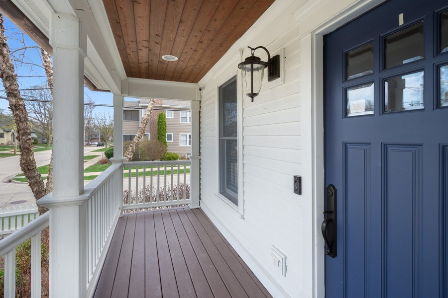 Real Estate Photography - 201 W Russell St, Barrington, IL, 60010 - Porch