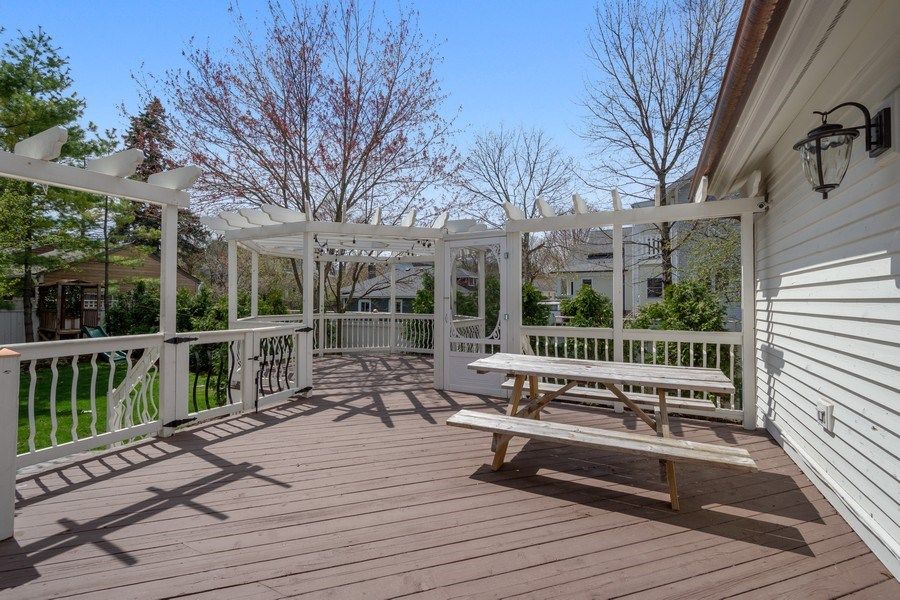 Real Estate Photography - 201 W Russell St, Barrington, IL, 60010 - Deck