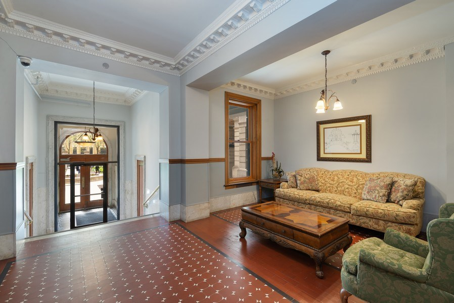 Real Estate Photography - 550 W Surf St, Unit 519, Chicago, IL, 60657 - Lobby