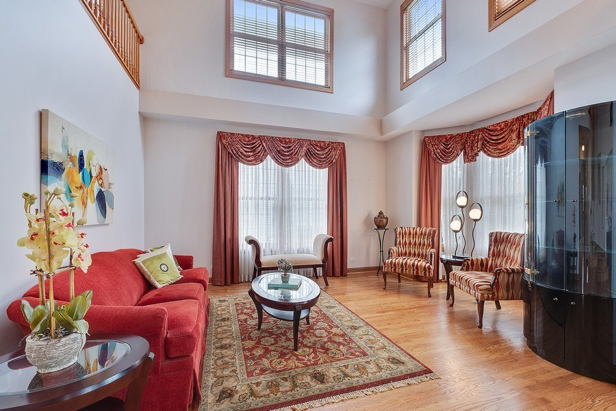 Real Estate Photography - 1650 Primrose Ln, Glenview, IL, 60026 - Living Room