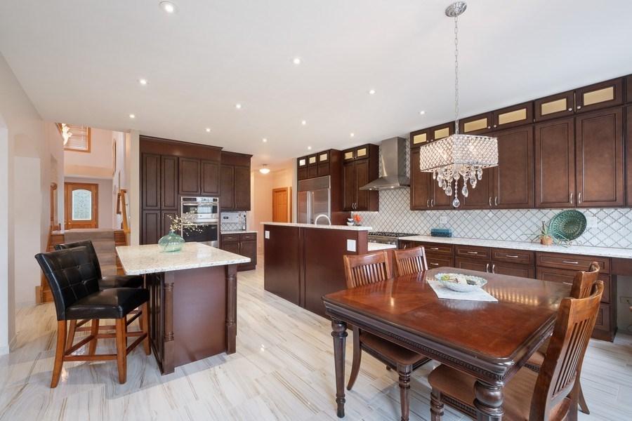 Real Estate Photography - 1650 Primrose Ln, Glenview, IL, 60026 - Kitchen / Breakfast Room