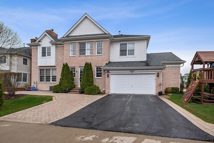 Real Estate Photography - 1650 Primrose Ln, Glenview, IL, 60026 - Rear View