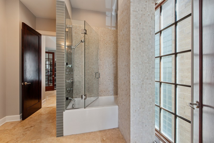 Real Estate Photography - 1619 N. Paulina St., Chicago, IL, 60622 - 2nd Bathroom