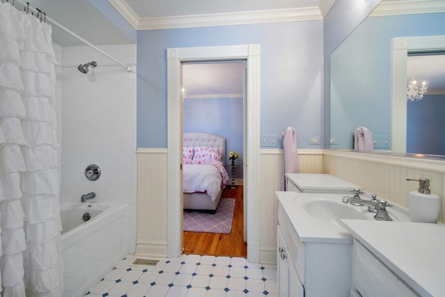 Real Estate Photography - 428 North Avenue, Barrington, IL, 60010 - Jack & Jill Bathroom
