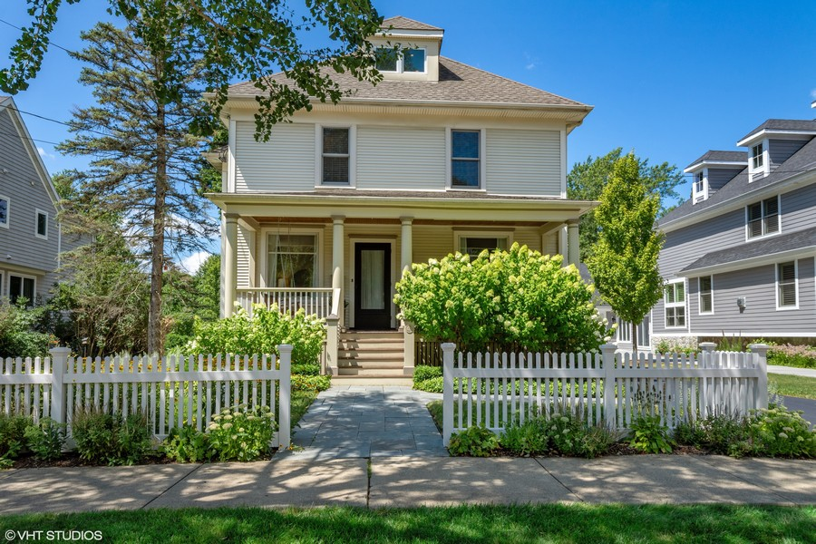 Real Estate Photography - 428 North Avenue, Barrington, IL, 60010 - Front View