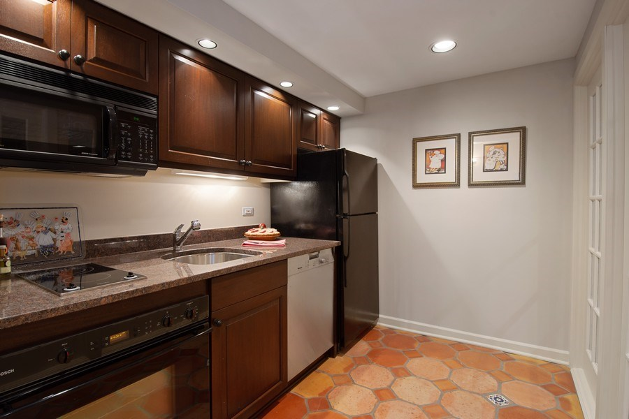 Real Estate Photography - 7 S Wynstone Dr, North Barrington, IL, 60010 - 2nd Kitchen