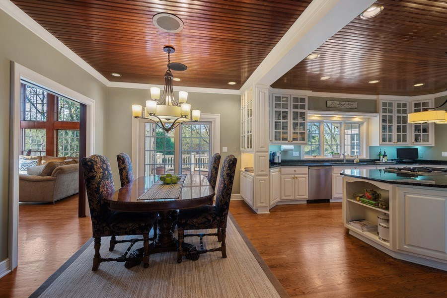 Real Estate Photography - 7 S Wynstone Dr, North Barrington, IL, 60010 - Kitchen / Breakfast Room