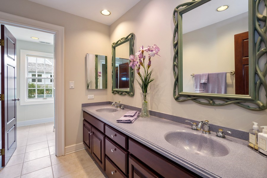 Real Estate Photography - 7 S Wynstone Dr, North Barrington, IL, 60010 - Full Hall Bath