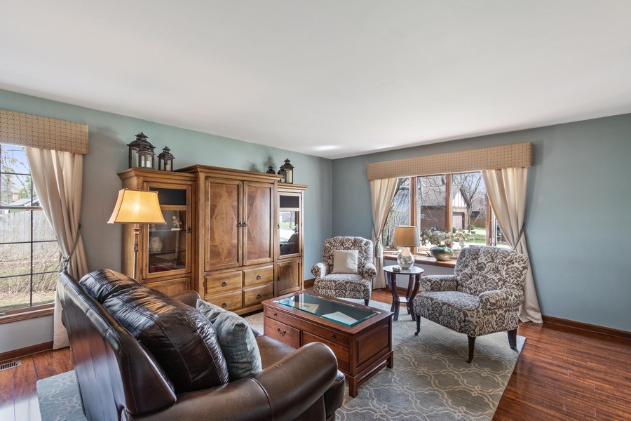 Real Estate Photography - 3570 Londonderry Court, Hoffman Estates, IL, 60067 - Living Room