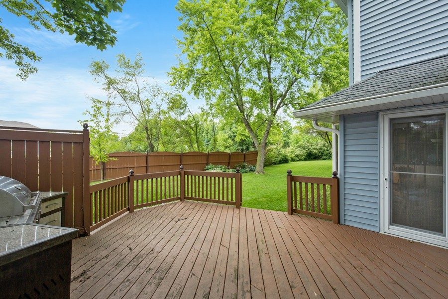 Real Estate Photography - 3570 Londonderry Court, Hoffman Estates, IL, 60067 - Deck