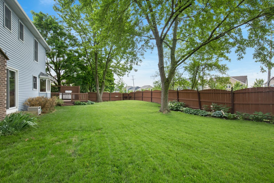 Real Estate Photography - 3570 Londonderry Court, Hoffman Estates, IL, 60067 - Back Yard