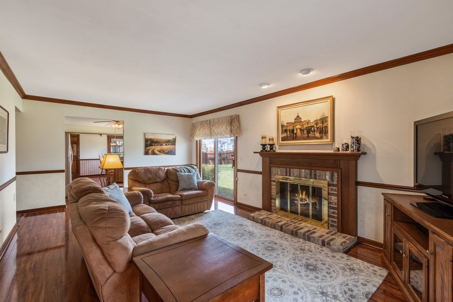 Real Estate Photography - 3570 Londonderry Court, Hoffman Estates, IL, 60067 - Family Room