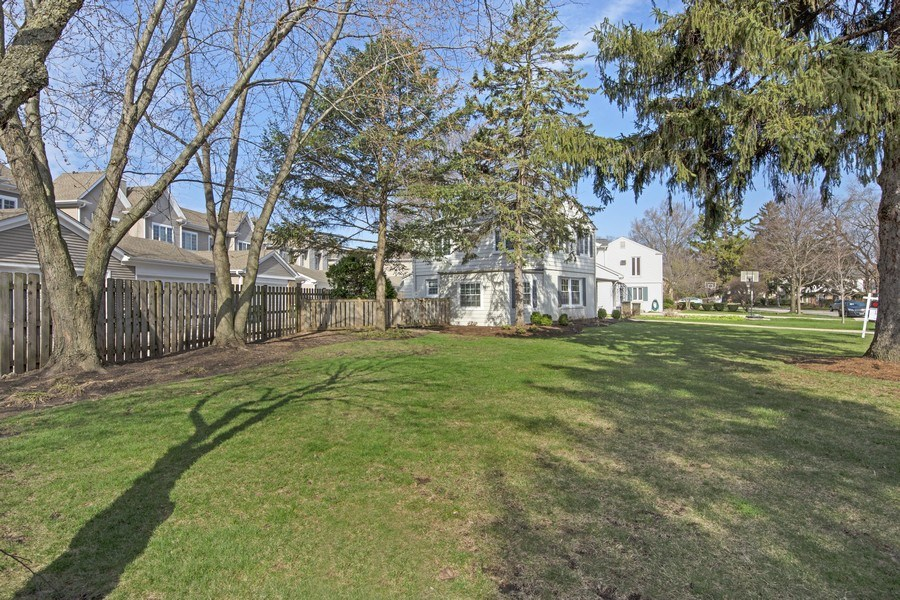 Real Estate Photography - 408 S. Carlyle Place, Arlington Heights, IL, 60004 - Side Yard