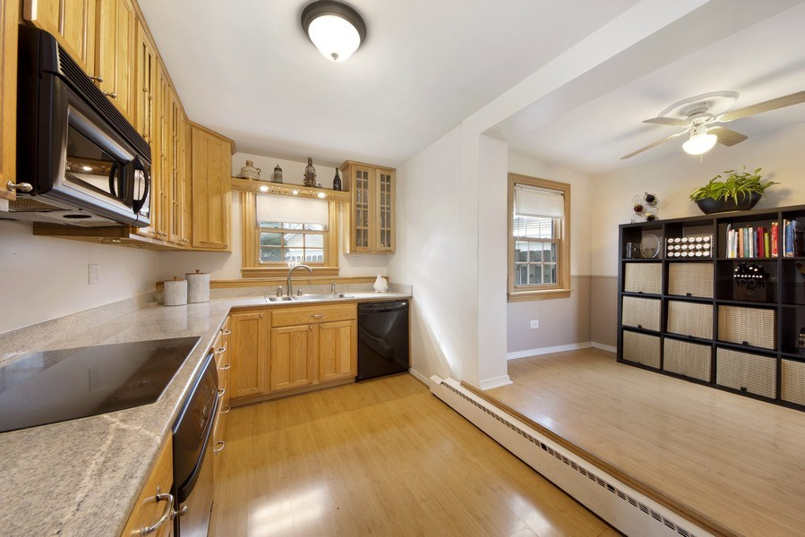 Real Estate Photography - 408 S. Carlyle Place, Arlington Heights, IL, 60004 - Kitchen